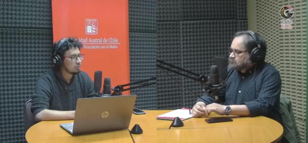 Captura de pantalla del programa en Radio UACh donde aparece Luis Germán León y el panelista fue Eduardo Ramírez, vicepresidente de ACOVAL